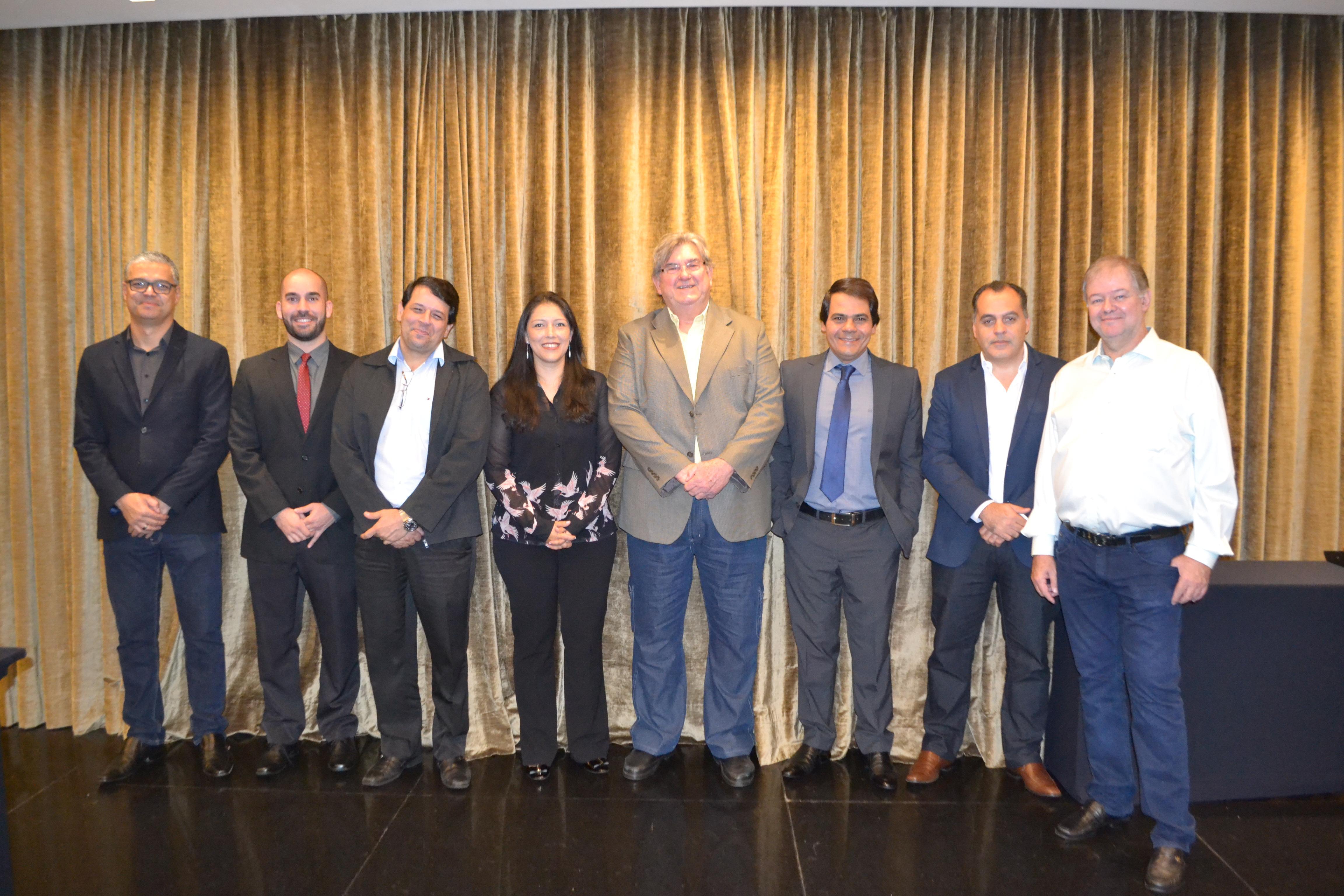Da esquerda para direita: Emerson Hugo Soares, Gilberto Gonçalves, Eduardo Guimarães, J Fernando Rossi, Ex-presidente Gilmar Soares, Janete Lima Isaac, Fernando Rezende